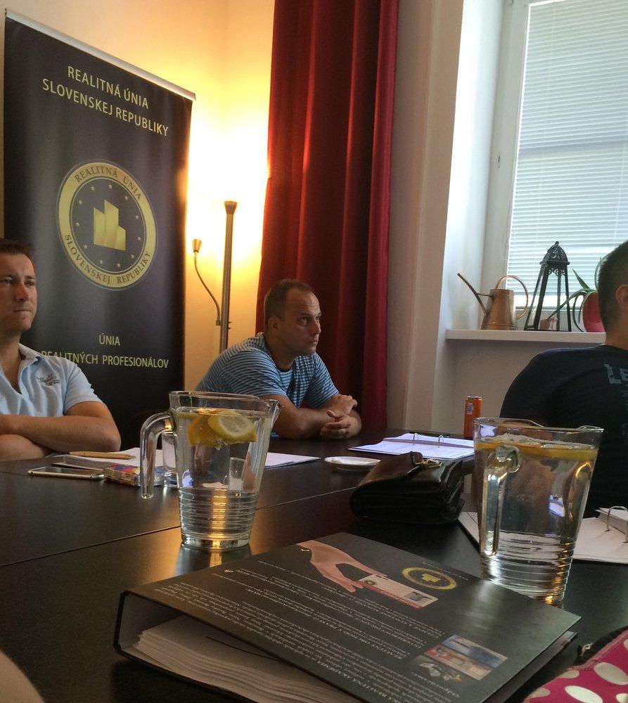 Kurzy Slovenskej realitnej akademie (4)